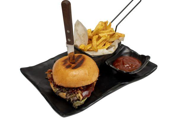 Бургер с дърпано свинско месо