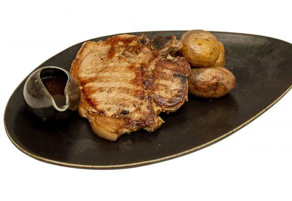 Свински Т-бон стек с билкови картофи и сос Демиглас