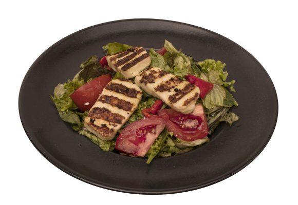 Микс от зелени салати с гриловано халуми